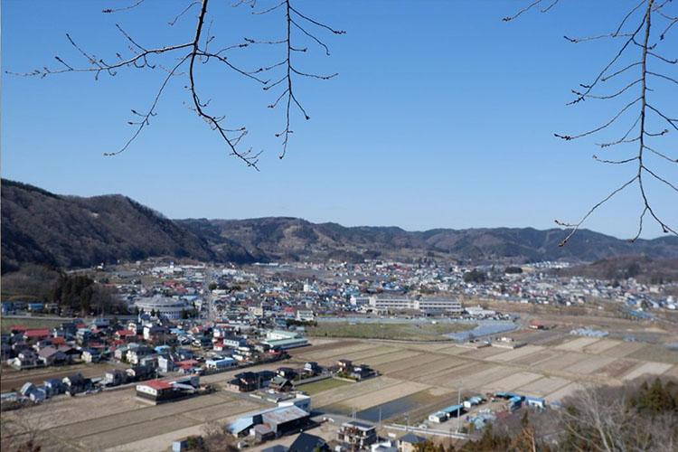 三戸城跡県立城山公園の望岳亭から一望した三戸町の写真